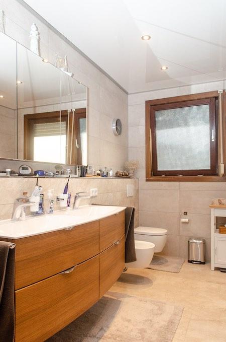 Kundenreferenz – Badezimmer Spanndecke – Buben Raum und Design